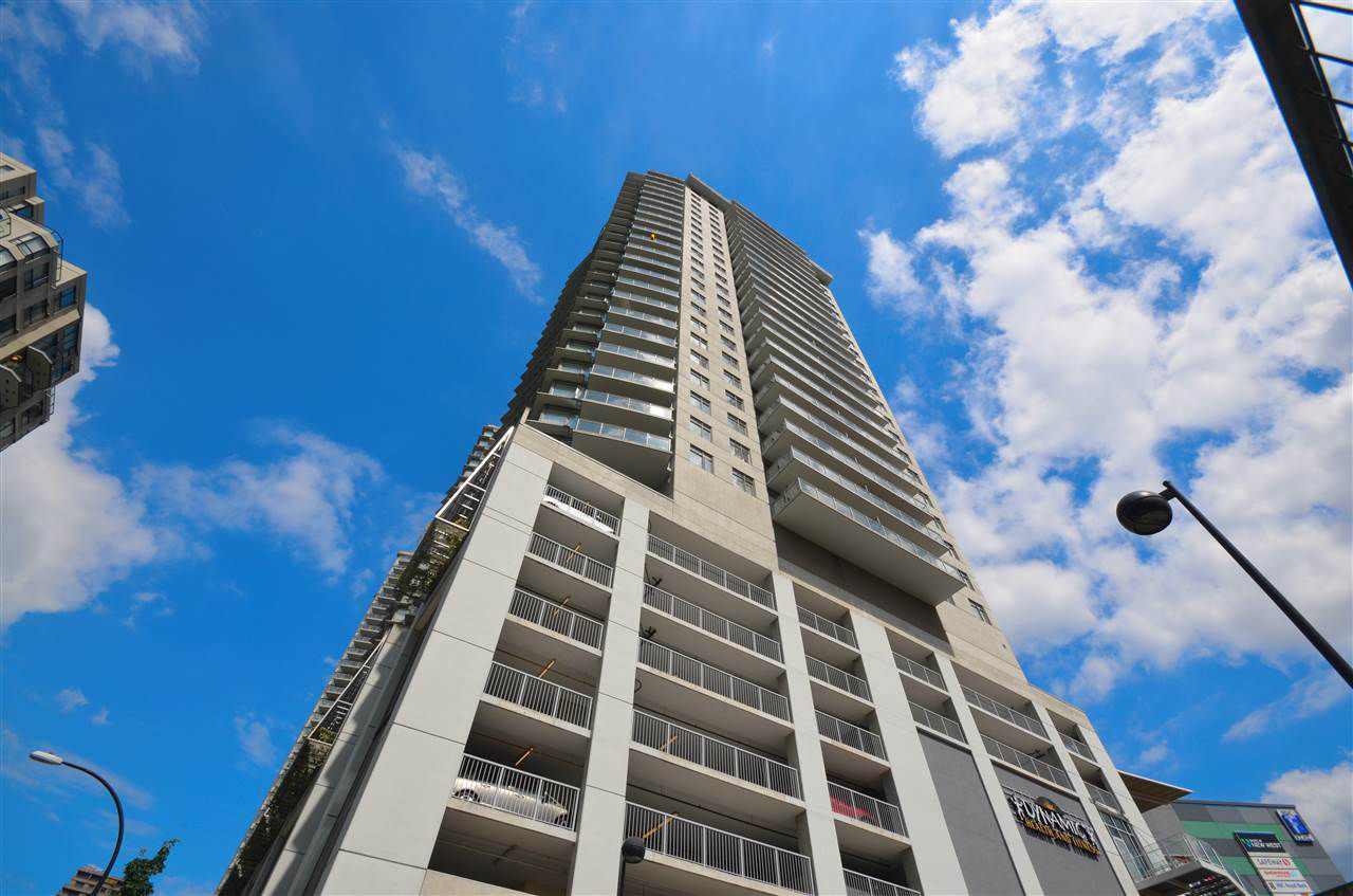 "Main Photo: 2002 898 CARNARVON Street in New Westminster: Downtown NW Condo for sale in ""AZURE 1"" : MLS®# R2089521"