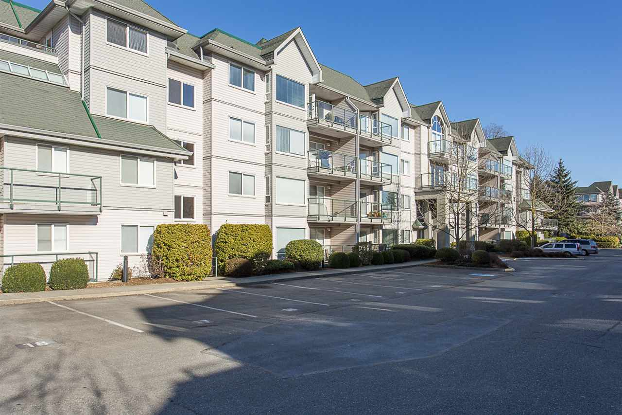 "Main Photo: 402 33688 KING Road in Abbotsford: Poplar Condo for sale in ""College Park"" : MLS®# R2136584"