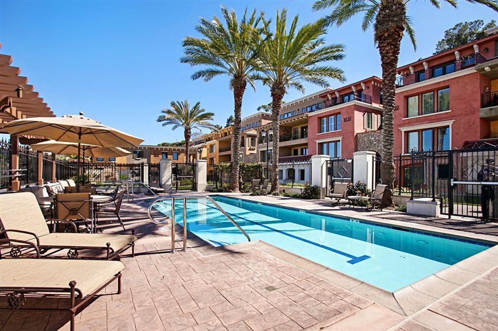Main Photo: LA JOLLA Condo for sale : 3 bedrooms : 1010 Genter St #101