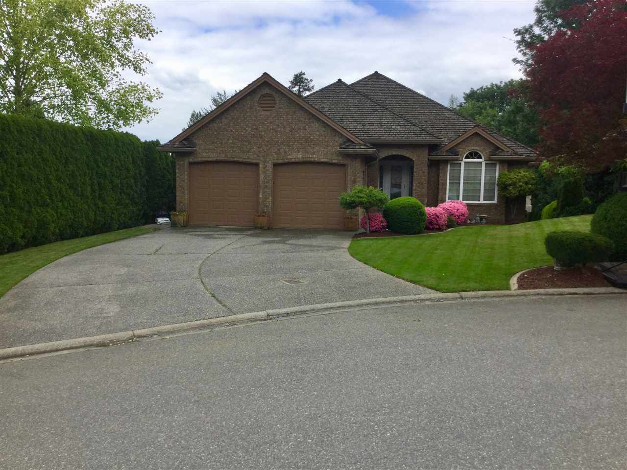 """Main Photo: 34825 MILLSTONE Court in Abbotsford: Abbotsford East House for sale in """"Creekstone On The Park"""" : MLS®# R2344127"""