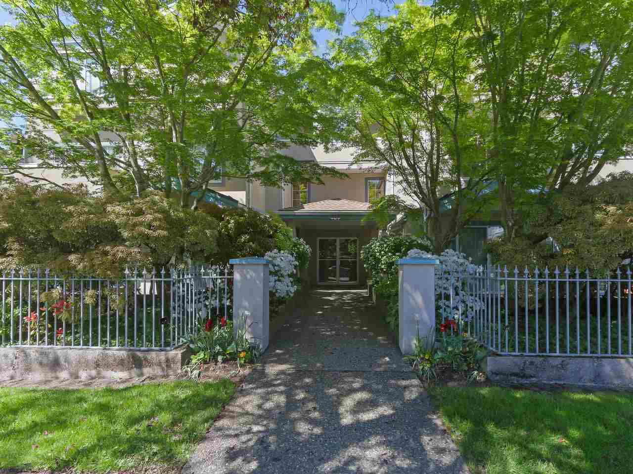 """Main Photo: 104 825 W 15TH Avenue in Vancouver: Fairview VW Condo for sale in """"The Harrod"""" (Vancouver West)  : MLS®# R2366415"""