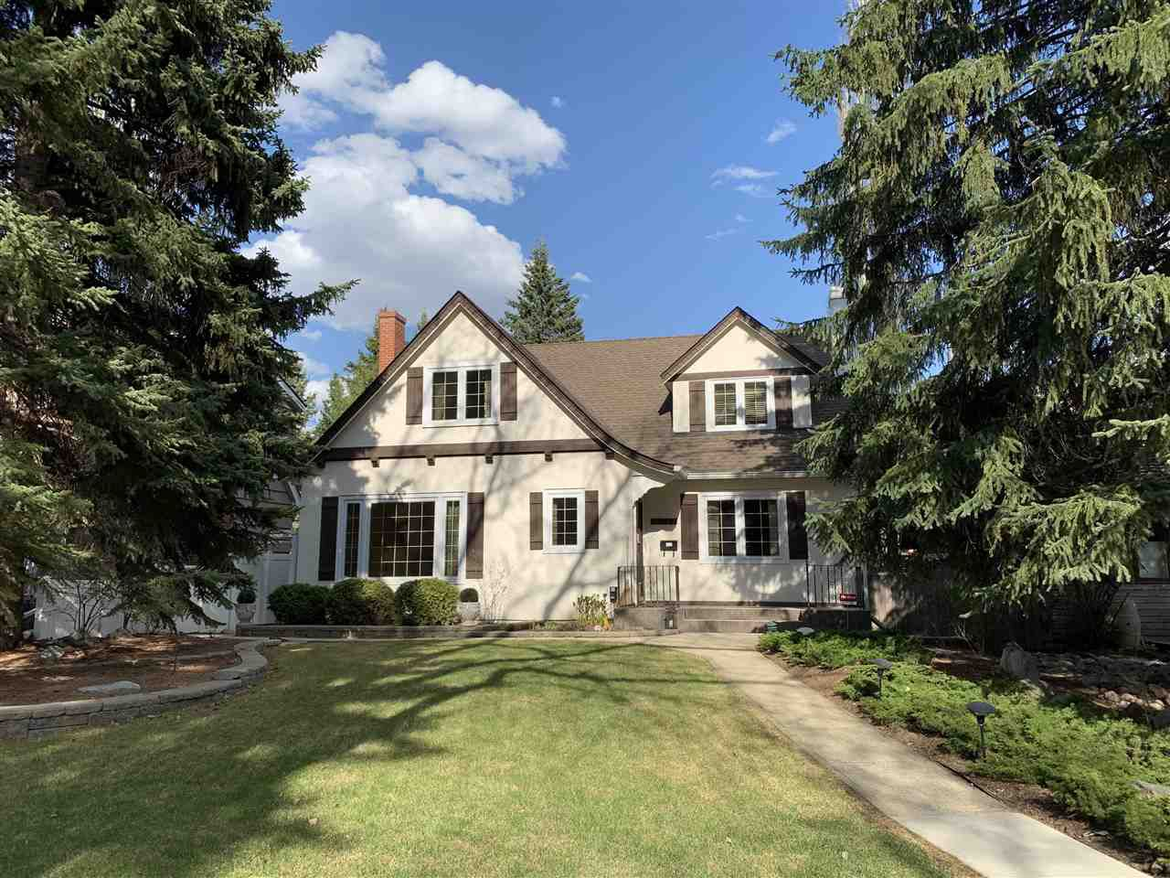 Main Photo: 10327 GLENORA Crescent in Edmonton: Zone 11 House for sale : MLS®# E4157122