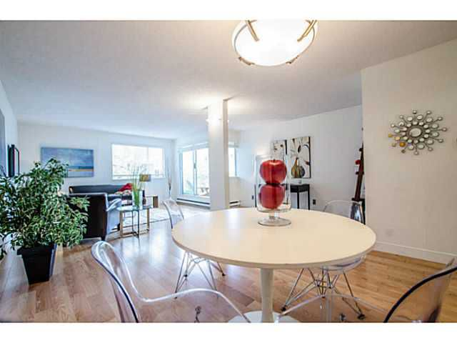 """Main Photo: 204 1530 MARINER Walk in Vancouver: False Creek Condo for sale in """"Mariner Point"""" (Vancouver West)  : MLS®# V1084243"""