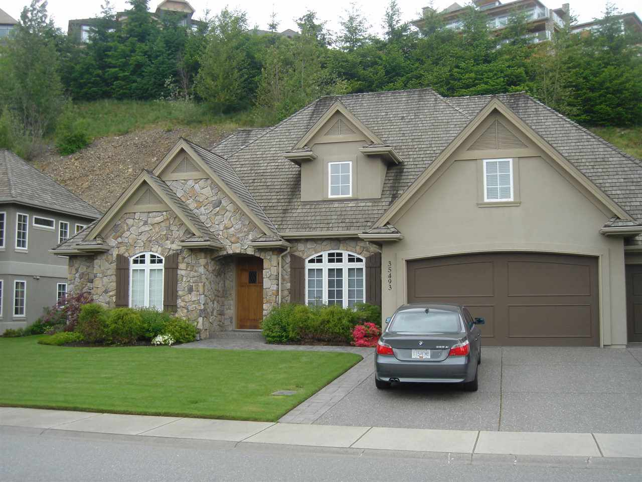 """Main Photo: 35493 DONEAGLE Place in Abbotsford: Abbotsford East House for sale in """"Ealge Mountain"""" : MLS®# R2028905"""