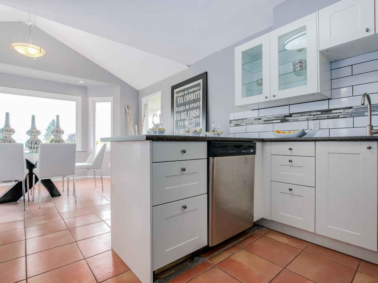 Photo 4: Photos: 1014 CALVERHALL Street in North Vancouver: Calverhall House for sale : MLS®# R2090205