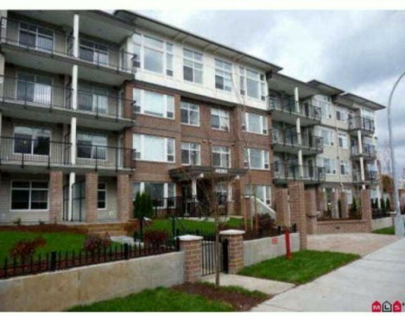 "Main Photo: 101 46150 BOLE Avenue in Chilliwack: Chilliwack N Yale-Well Condo for sale in ""NEWMARK"" : MLS®# R2210372"
