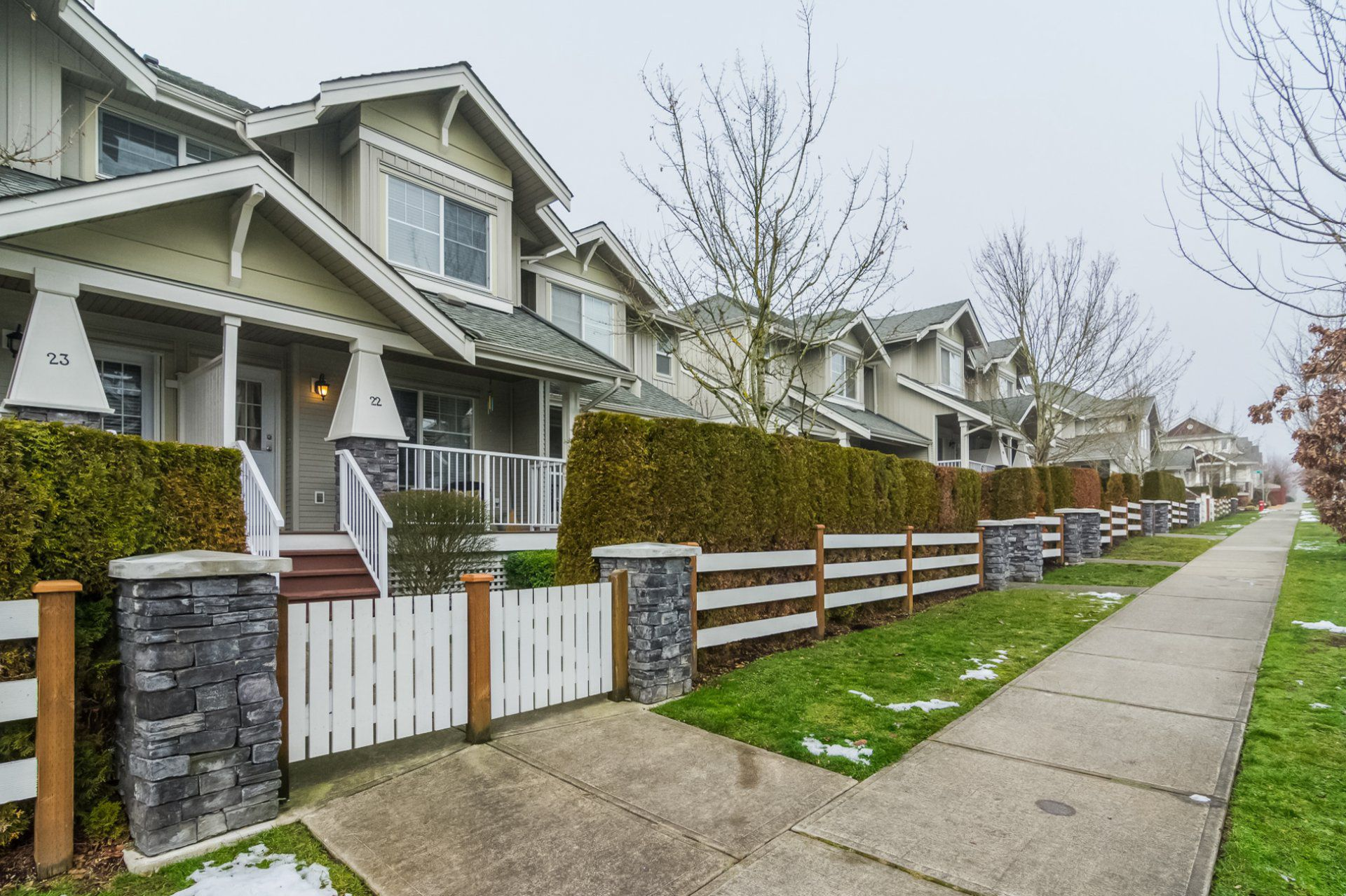 """Main Photo: 22 6568 193B Street in Surrey: Clayton Townhouse for sale in """"BELMONT AT SOUTHLANDS"""" (Cloverdale)  : MLS®# R2229685"""