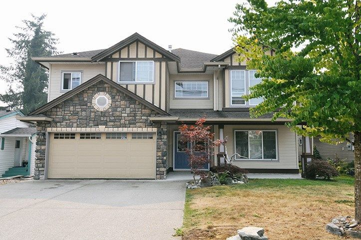 Plenty of room for a large family with in laws ! Good family neighbourhood, spacious basement entry home with 6 bedrooms and 4 baths...