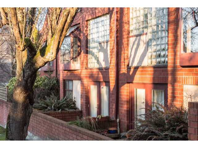 """Main Photo: 8 2485 CORNWALL Avenue in Vancouver: Kitsilano Townhouse for sale in """"Cornwall Court"""" (Vancouver West)  : MLS®# V1044928"""