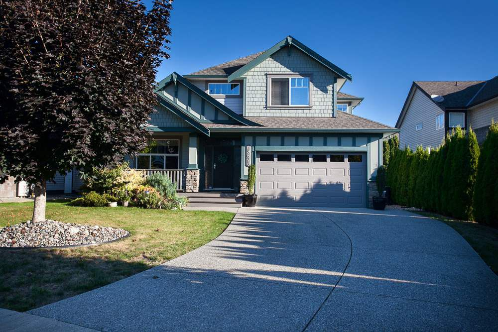 "Main Photo: 19673 71 Avenue in Langley: Willoughby Heights House for sale in ""WILLOUGHBY HEIGHTS"" : MLS®# R2109124"