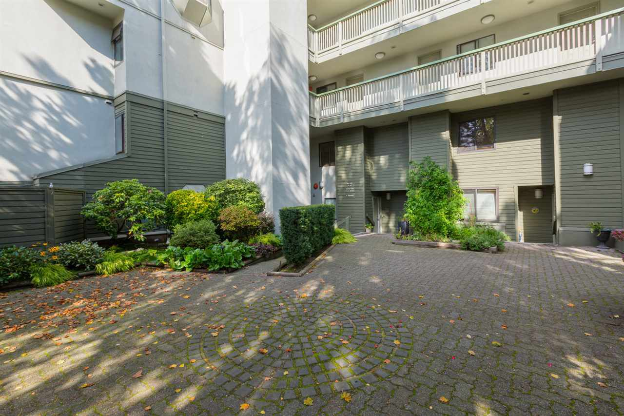 "Main Photo: 11 3437 W 4TH Avenue in Vancouver: Kitsilano Townhouse for sale in ""WATERFORD COURT"" (Vancouver West)  : MLS®# R2112767"