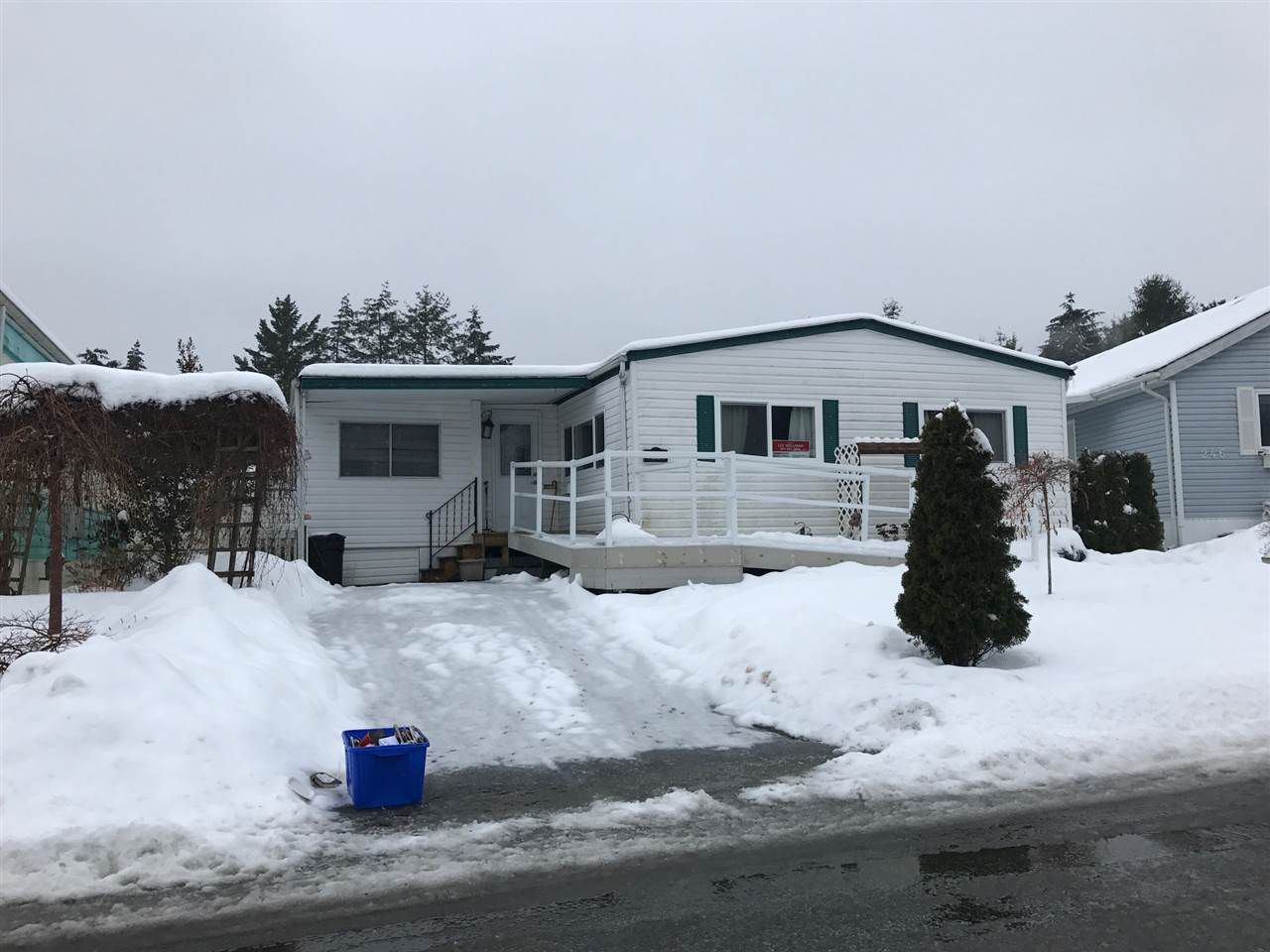 "Main Photo: 248 1840 160 Street in Surrey: King George Corridor Manufactured Home for sale in ""BREAKAWAY BAYS"" (South Surrey White Rock)  : MLS®# R2138051"