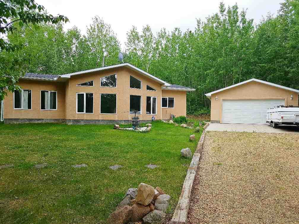 Main Photo: 2 Crystal Key Drive: Rural Wetaskiwin County House for sale : MLS®# E4151020