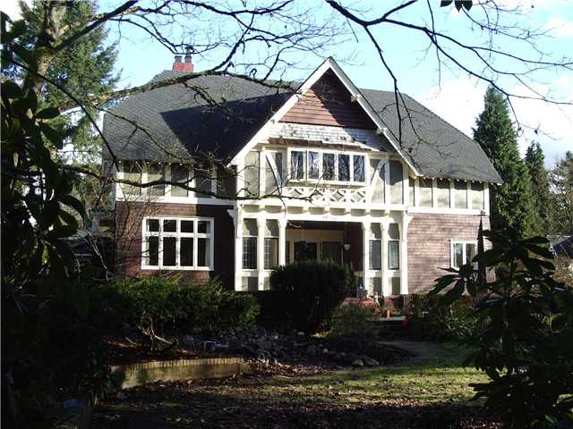 """Main Photo: 910 GRAND Boulevard in North Vancouver: Boulevard House for sale in """"BOULEVARD"""" : MLS®# V1100107"""