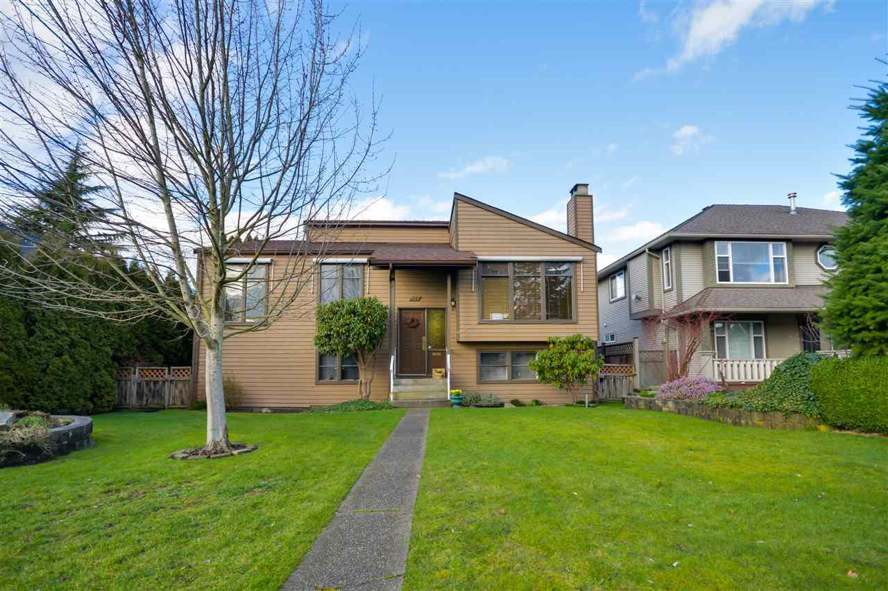 """Main Photo: 467 DIXON Street in New Westminster: The Heights NW House for sale in """"Victory Heights"""" : MLS®# R2037172"""