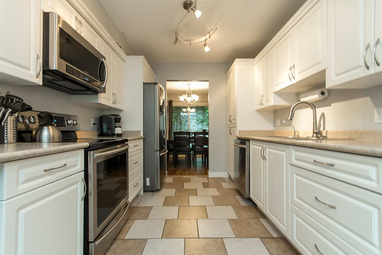 """Photo 7: Photos: 39 36060 OLD YALE Road in Abbotsford: Abbotsford East Townhouse for sale in """"Mountain View Village"""" : MLS®# R2103042"""