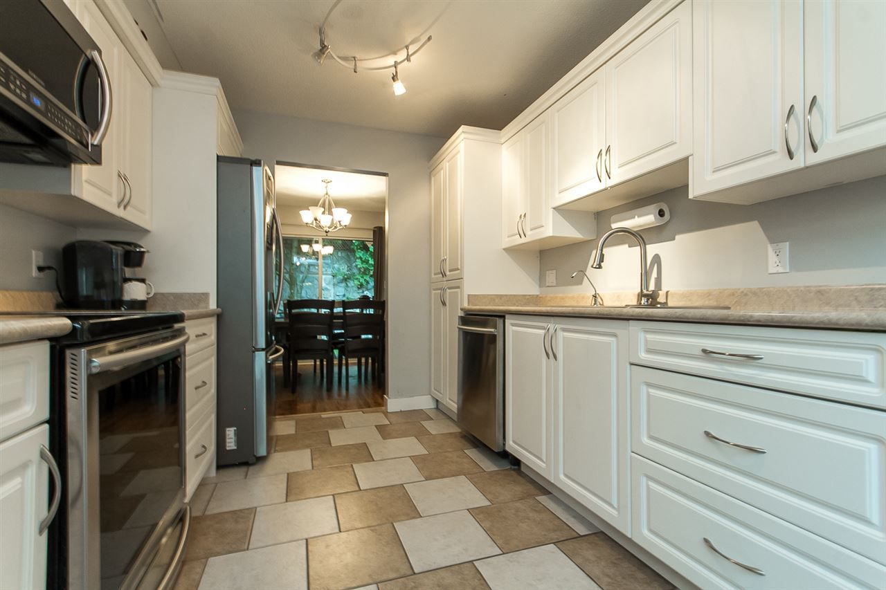 """Photo 9: Photos: 39 36060 OLD YALE Road in Abbotsford: Abbotsford East Townhouse for sale in """"Mountain View Village"""" : MLS®# R2103042"""