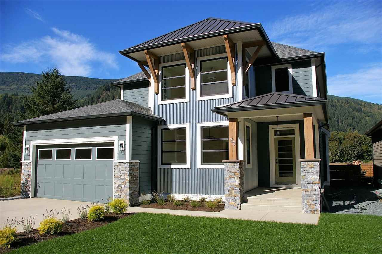 """Main Photo: 39 1885 COLUMBIA VALLEY Road in Lindell Beach: Cultus Lake House for sale in """"AQUADEL CROSSING"""" : MLS®# R2212620"""