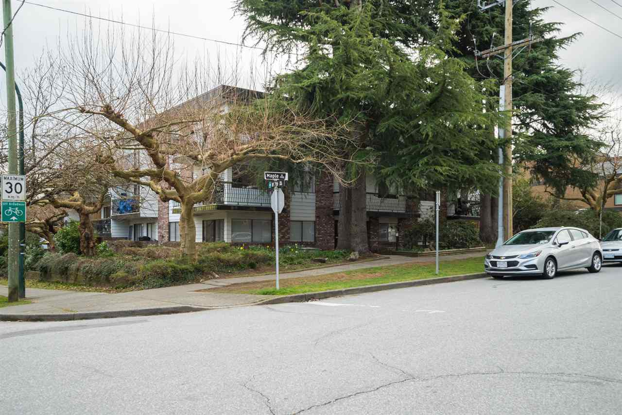 """Main Photo: 308 2330 MAPLE Street in Vancouver: Kitsilano Condo for sale in """"Maple Gardens"""" (Vancouver West)  : MLS®# R2248954"""