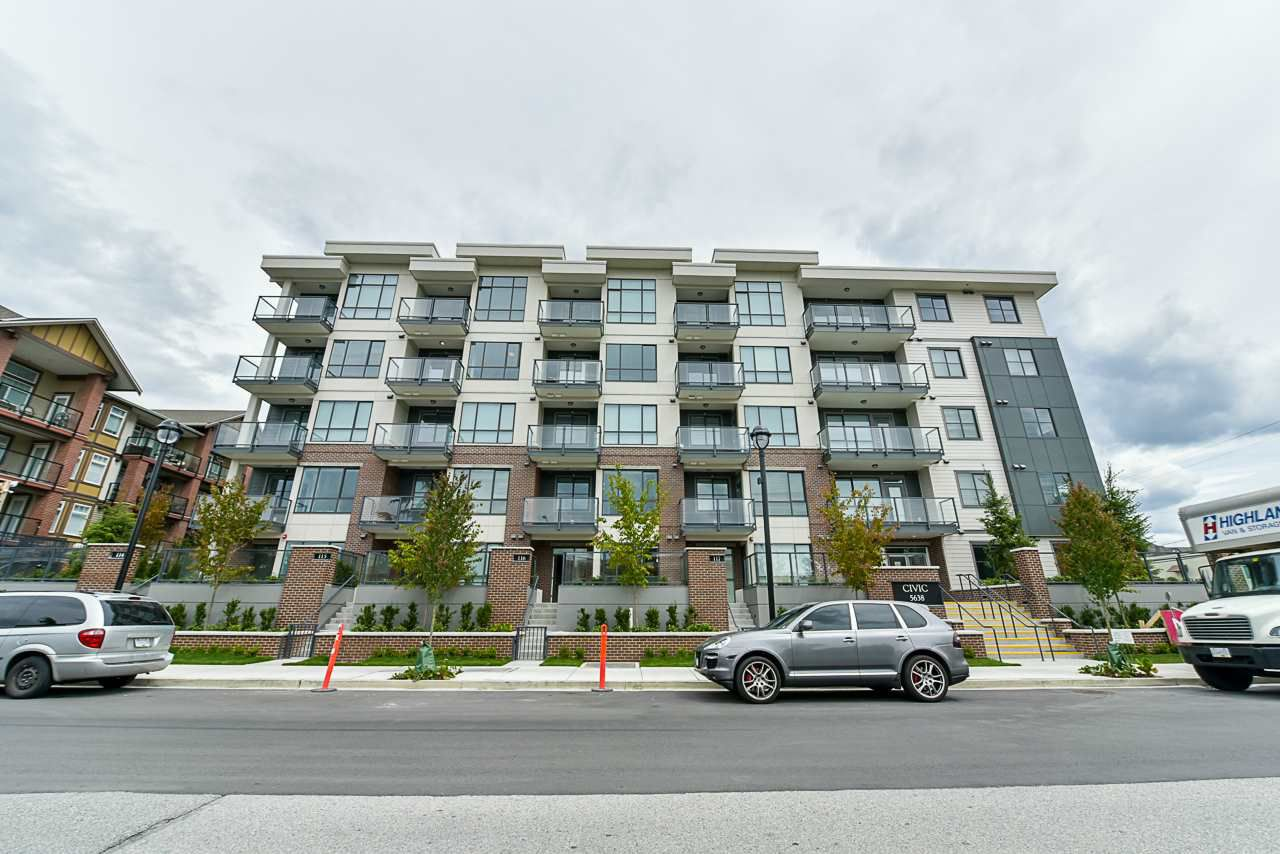 Main Photo: 307 5638 201A Street in Langley: Langley City Condo for sale : MLS®# R2387324
