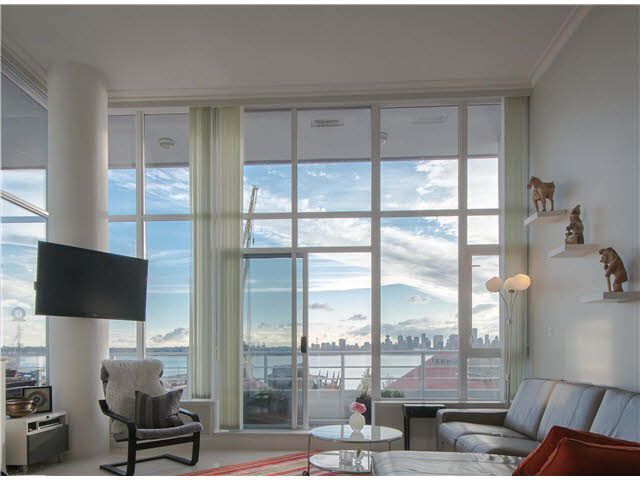 "Main Photo: 301 133 E ESPLANADE Avenue in North Vancouver: Lower Lonsdale Condo for sale in ""Pinnacle at the Pier"" : MLS®# V1091006"