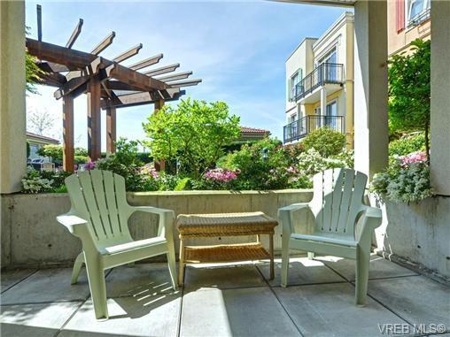 Main Photo: 208 1620 McKenzie Avenue in VICTORIA: SE Lambrick Park Condo Apartment for sale (Saanich East)  : MLS®# 363915