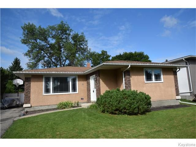 Main Photo: 18 Pine Bluff Road in Winnipeg: Niakwa Place Residential for sale (2H)  : MLS®# 1617897