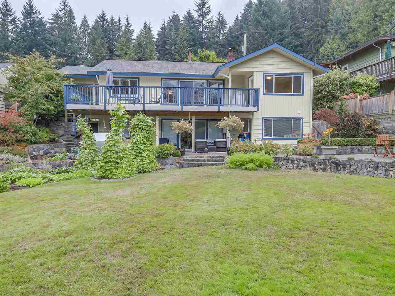"""Main Photo: 907 PROSPECT Avenue in North Vancouver: Canyon Heights NV House for sale in """"Canyon Heights"""" : MLS®# R2107669"""