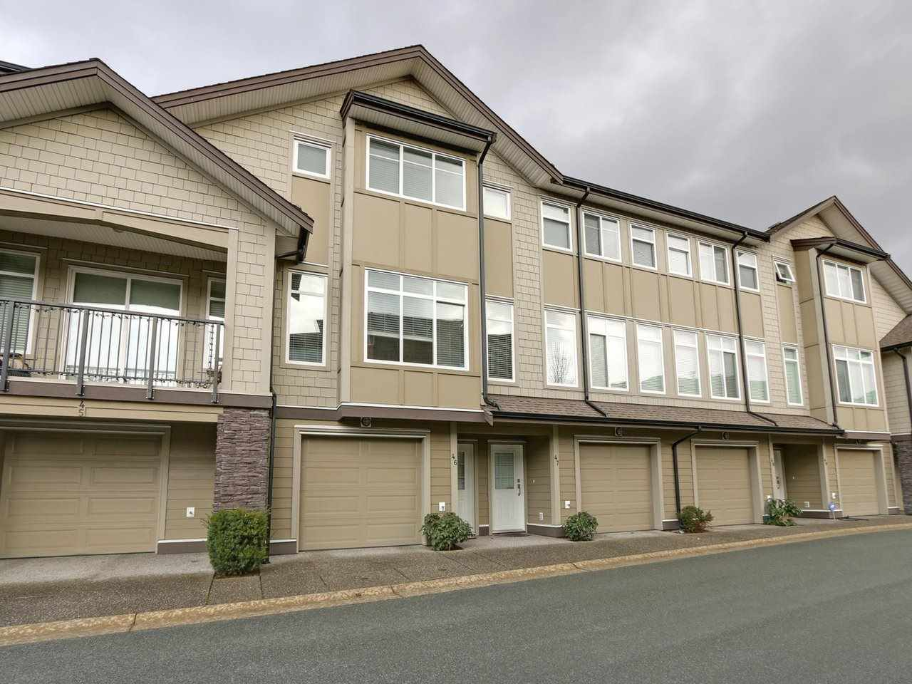 "Main Photo: 46 22865 TELOSKY Avenue in Maple Ridge: East Central Townhouse for sale in ""Windsong"" : MLS®# R2232795"