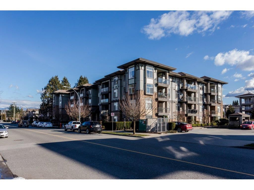 "Main Photo: 303 33338 MAYFAIR Avenue in Abbotsford: Central Abbotsford Condo for sale in ""The Sterling"" : MLS®# R2245652"
