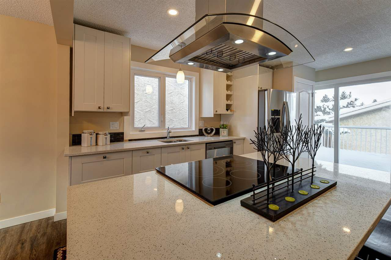 Huge quartz island with gorgeous stainless steel hoodfan