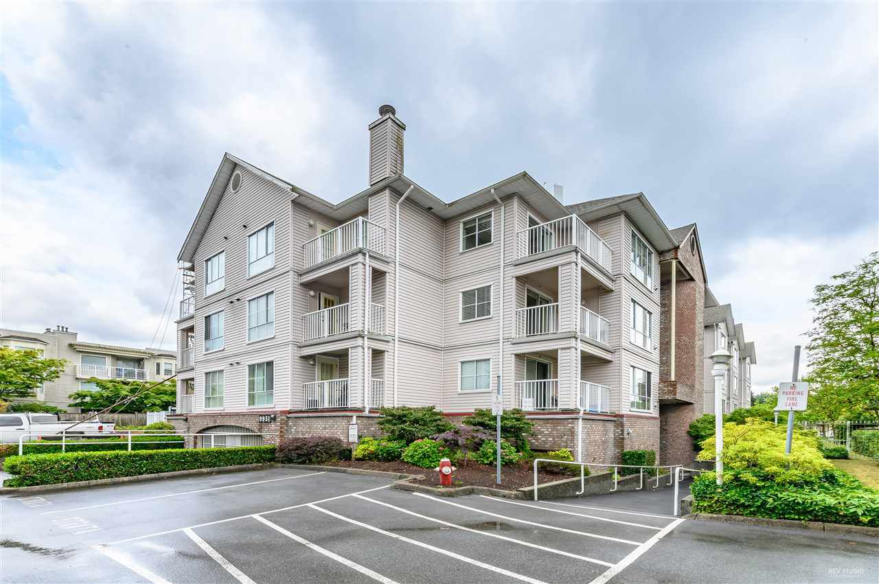 "Main Photo: 304 9951 152 Street in Surrey: Guildford Condo for sale in ""SPRING COURT"" (North Surrey)  : MLS®# R2384400"