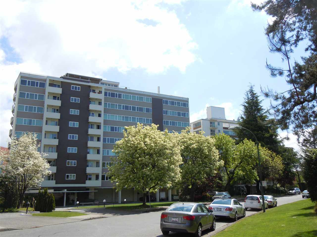 """Main Photo: 504 6026 TISDALL ST in Vancouver: Oakridge VW Condo for sale in """"Oakridge Towers"""" (Vancouver West)  : MLS®# R2021576"""