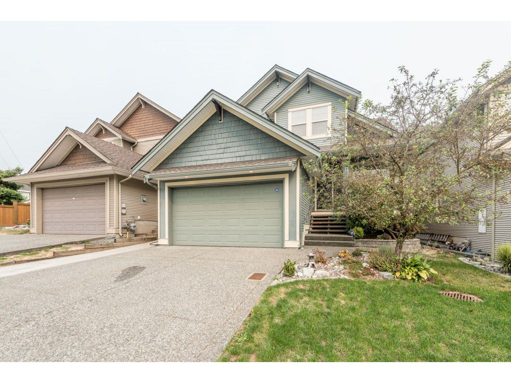 Main Photo: 19617 68 Avenue in Langley: Willoughby Heights House for sale : MLS®# R2203207