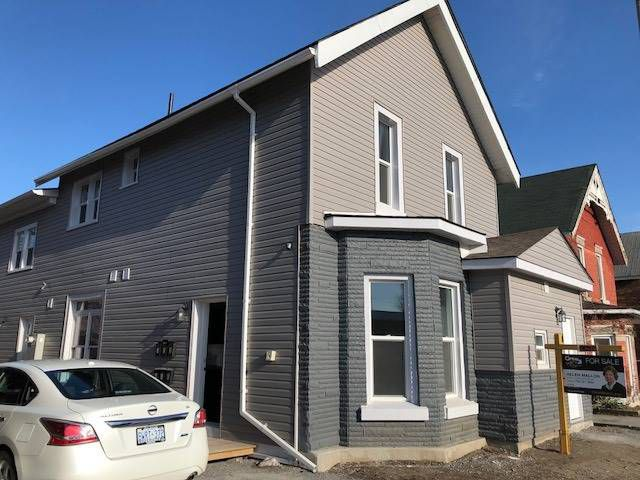 Main Photo: 60 S Front Street: Orillia Property for sale : MLS®# S4070873