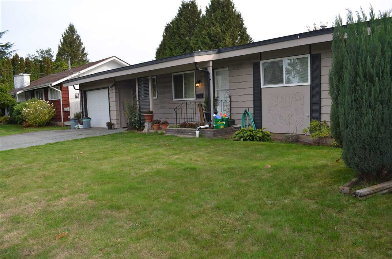 """Main Photo: 2060 BROADWAY Street in Abbotsford: Abbotsford West House for sale in """"Clearbrook"""" : MLS®# R2312504"""