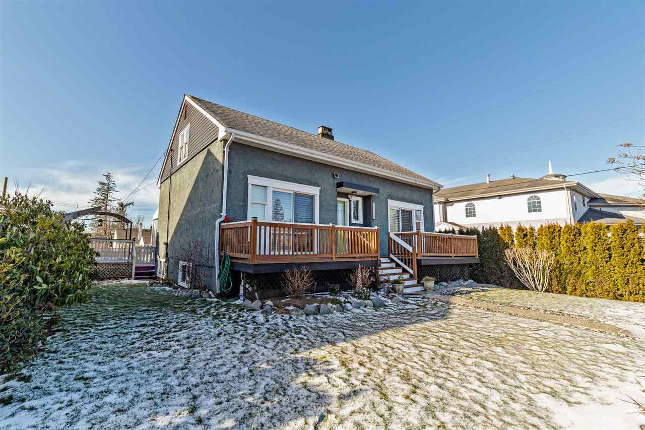 Main Photo: 7565 RYAN Street in Mission: Mission BC House for sale : MLS®# R2337020