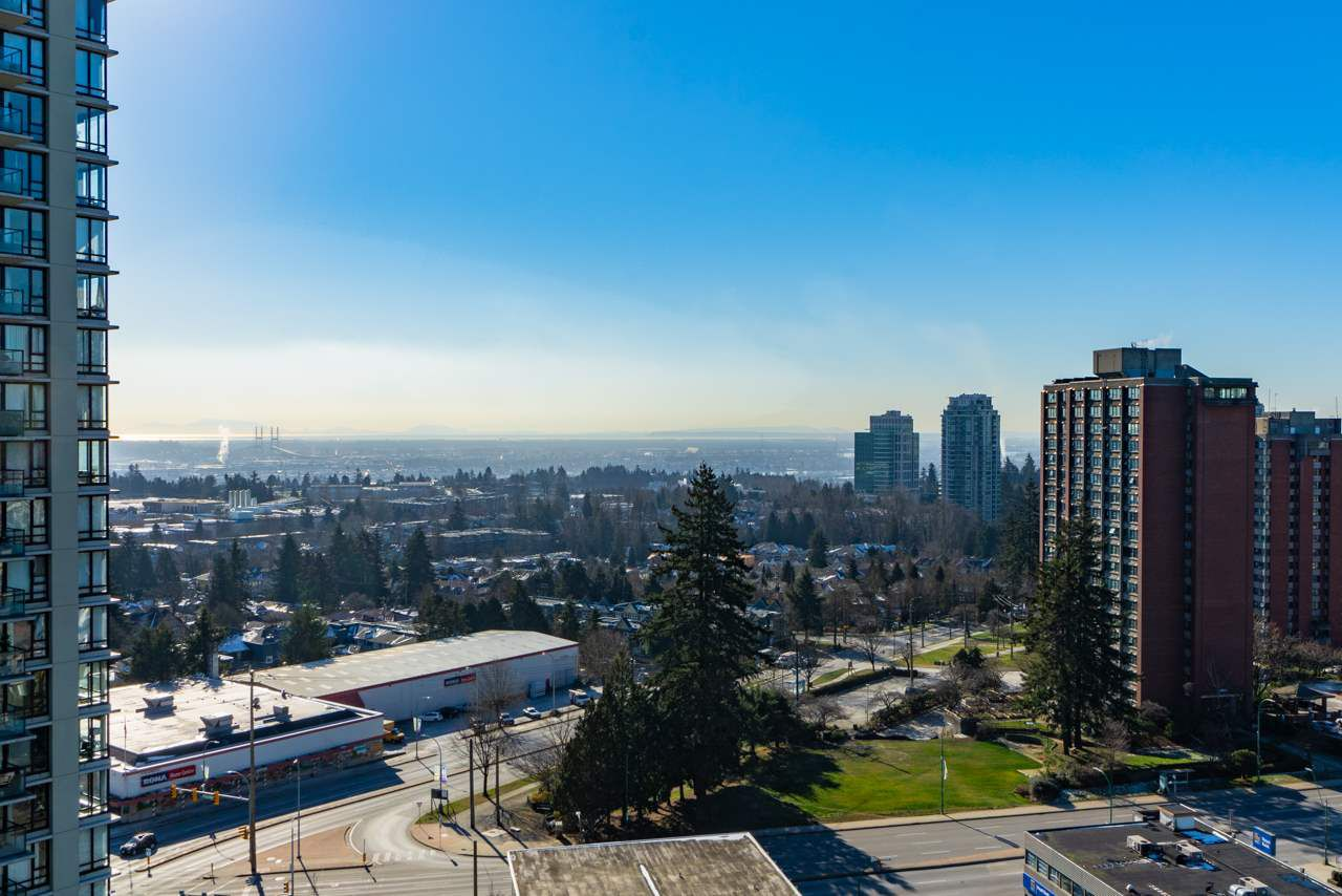 """Main Photo: 1905 7325 ARCOLA Street in Burnaby: Highgate Condo for sale in """"ESPRIT II"""" (Burnaby South)  : MLS®# R2338098"""