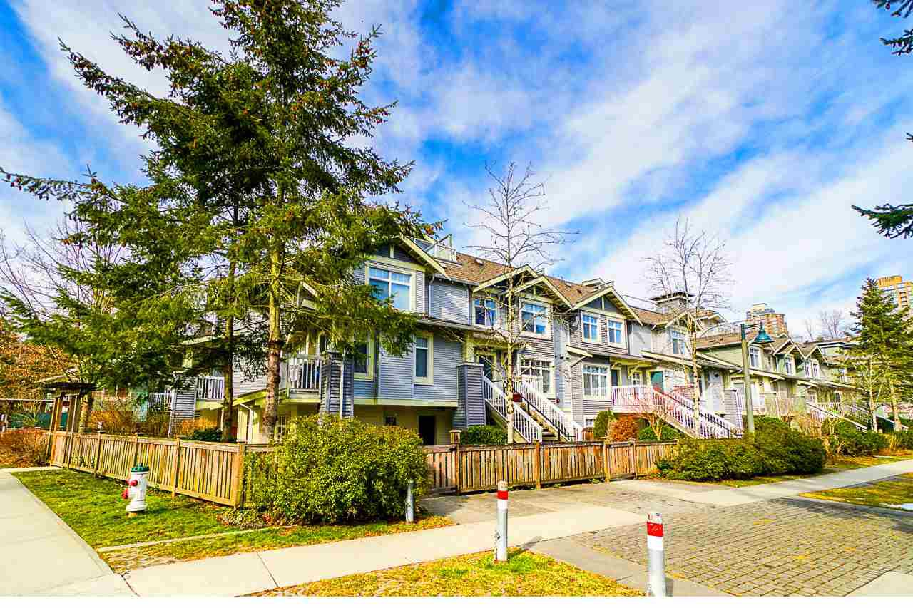 """Main Photo: 1 7428 SOUTHWYNDE Avenue in Burnaby: South Slope Townhouse for sale in """"LEDGESTONE 2"""" (Burnaby South)  : MLS®# R2347541"""