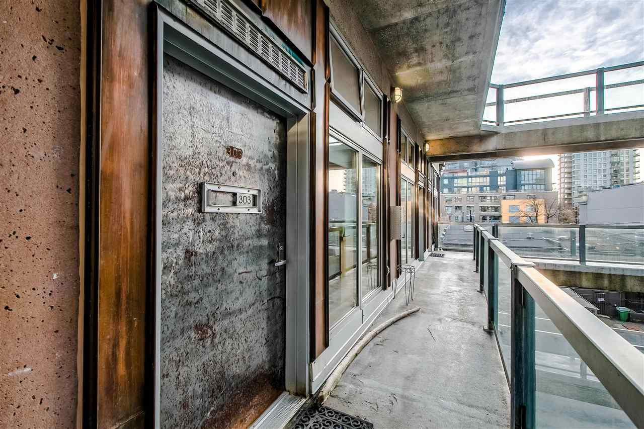 """Photo 2: Photos: 303 1529 W 6TH Avenue in Vancouver: False Creek Condo for sale in """"SOUTH GRANVILLE LOFTS"""" (Vancouver West)  : MLS®# R2349958"""