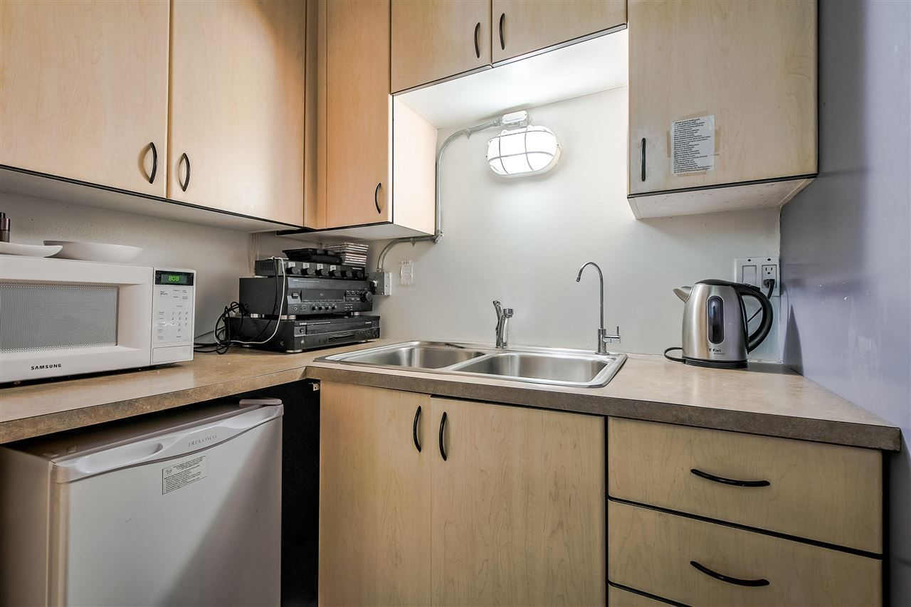 """Photo 18: Photos: 303 1529 W 6TH Avenue in Vancouver: False Creek Condo for sale in """"SOUTH GRANVILLE LOFTS"""" (Vancouver West)  : MLS®# R2349958"""