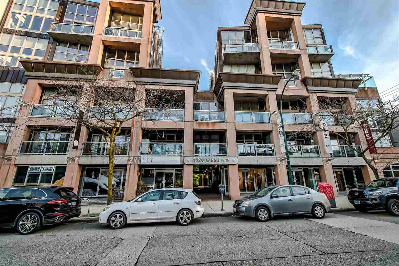 "Main Photo: 303 1529 W 6TH Avenue in Vancouver: False Creek Condo for sale in ""SOUTH GRANVILLE LOFTS"" (Vancouver West)  : MLS®# R2349958"