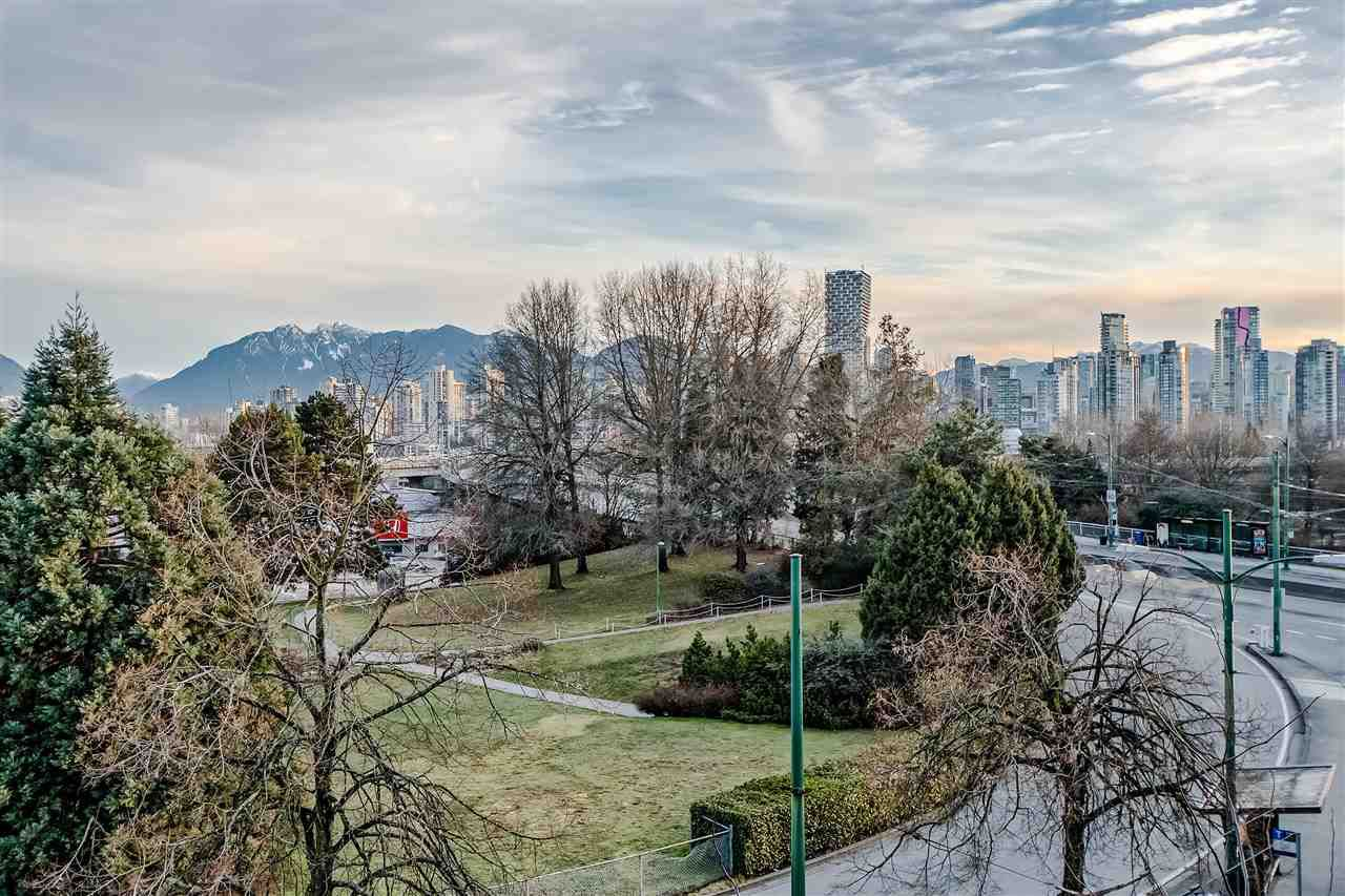 """Photo 12: Photos: 303 1529 W 6TH Avenue in Vancouver: False Creek Condo for sale in """"SOUTH GRANVILLE LOFTS"""" (Vancouver West)  : MLS®# R2349958"""