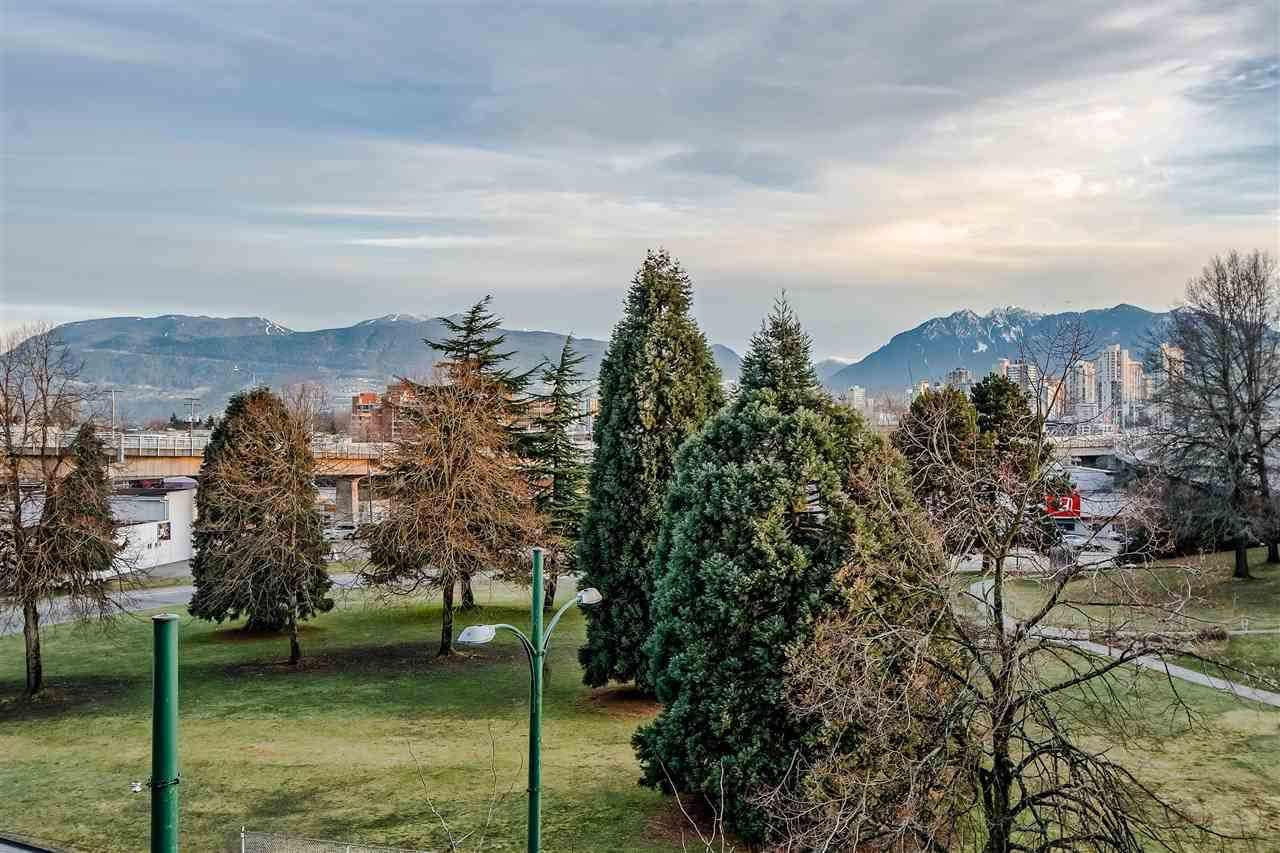 """Photo 13: Photos: 303 1529 W 6TH Avenue in Vancouver: False Creek Condo for sale in """"SOUTH GRANVILLE LOFTS"""" (Vancouver West)  : MLS®# R2349958"""