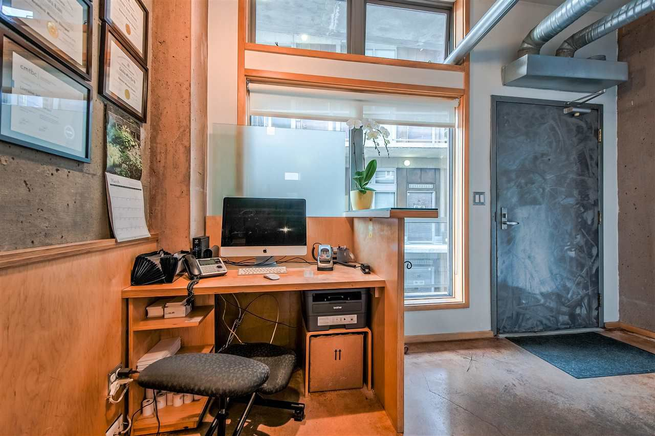 """Photo 4: Photos: 303 1529 W 6TH Avenue in Vancouver: False Creek Condo for sale in """"SOUTH GRANVILLE LOFTS"""" (Vancouver West)  : MLS®# R2349958"""