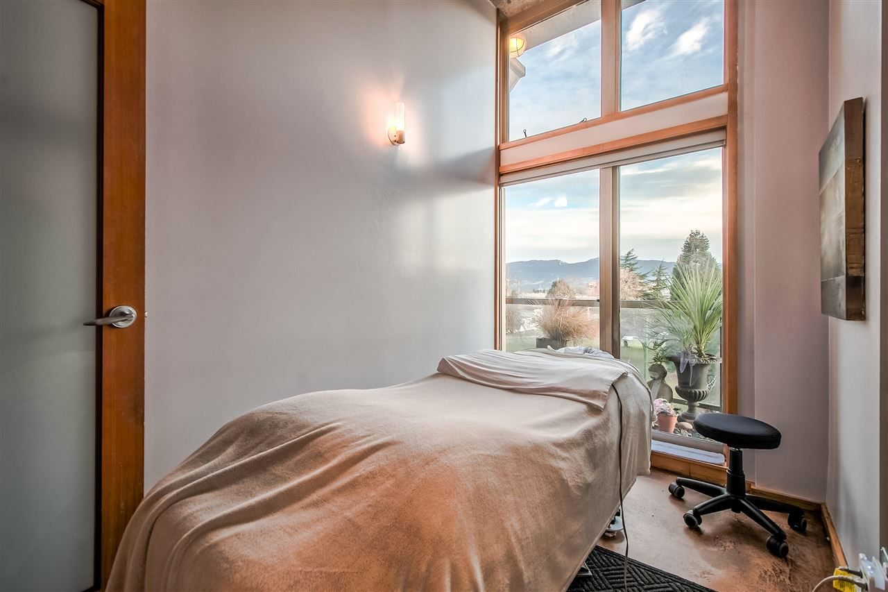 """Photo 10: Photos: 303 1529 W 6TH Avenue in Vancouver: False Creek Condo for sale in """"SOUTH GRANVILLE LOFTS"""" (Vancouver West)  : MLS®# R2349958"""