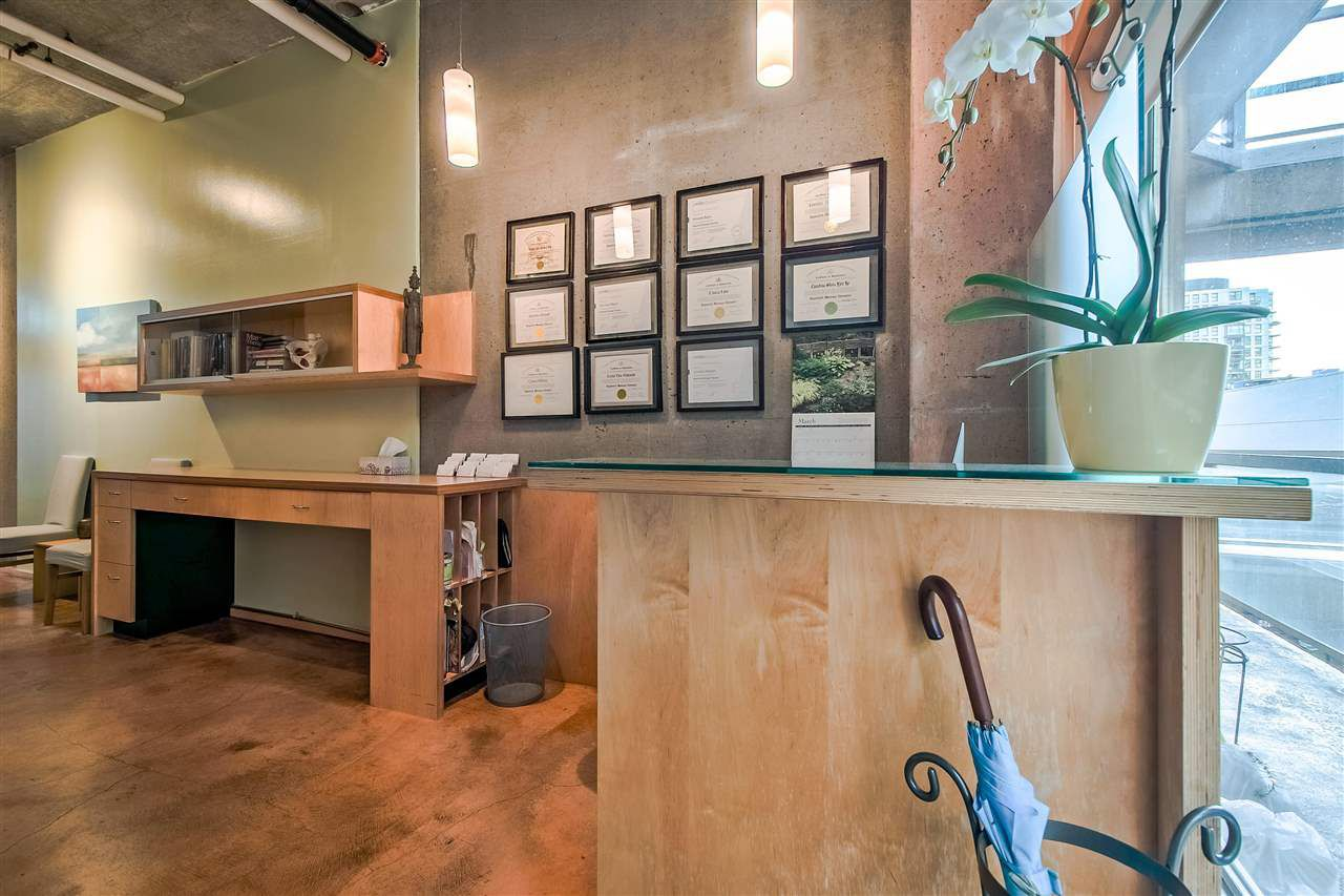 """Photo 3: Photos: 303 1529 W 6TH Avenue in Vancouver: False Creek Condo for sale in """"SOUTH GRANVILLE LOFTS"""" (Vancouver West)  : MLS®# R2349958"""