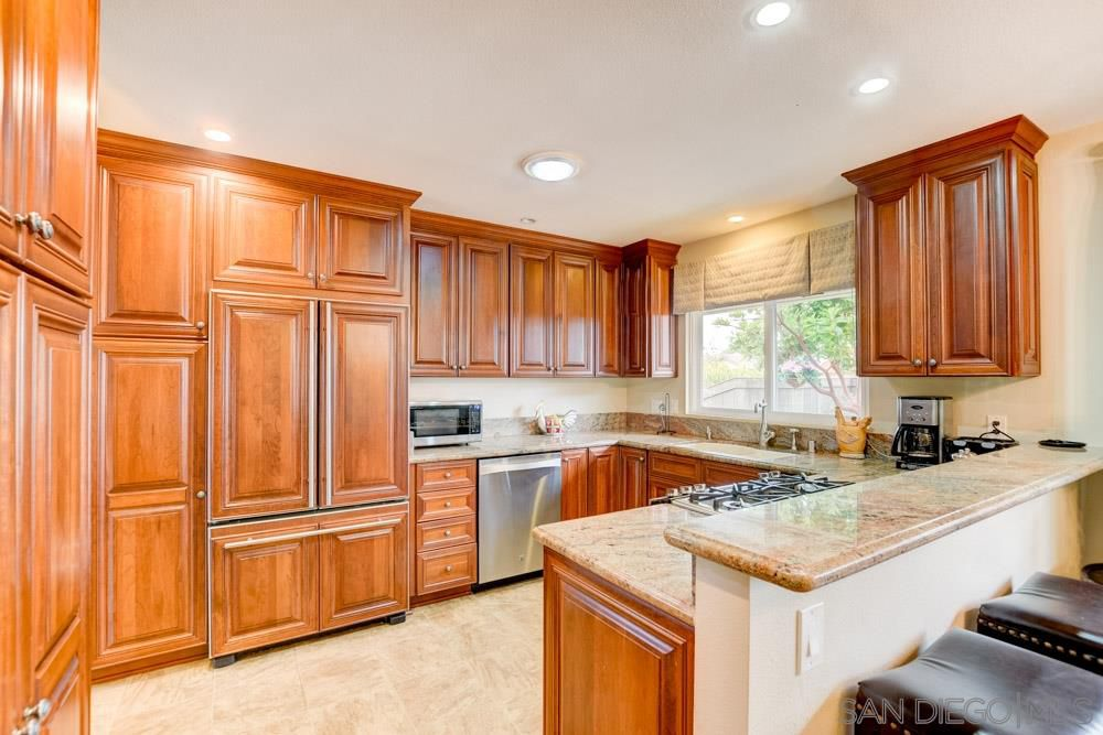 Main Photo: UNIVERSITY CITY House for sale : 4 bedrooms : 4239 Governor Dr in San Diego