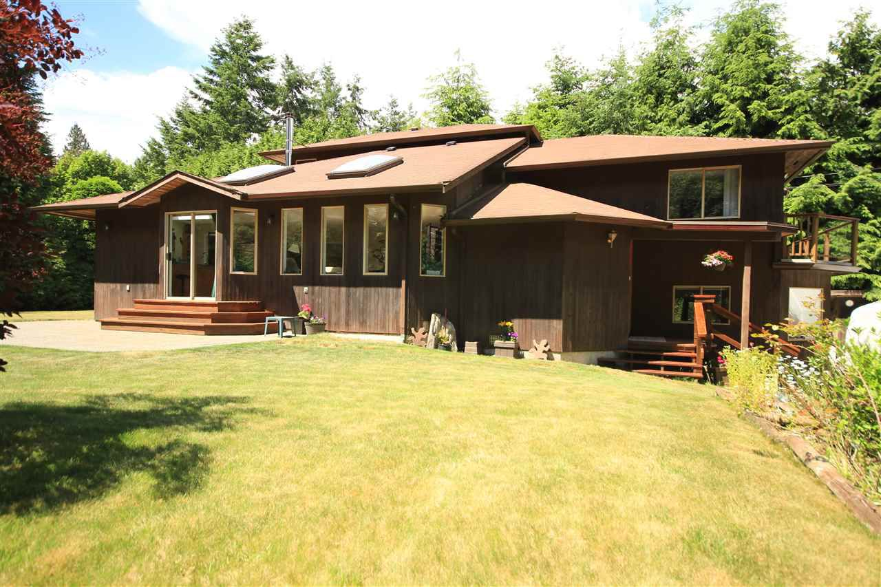 Main Photo: 4605 SIMPKINS Road in Sechelt: Sechelt District House for sale (Sunshine Coast)  : MLS®# R2378339
