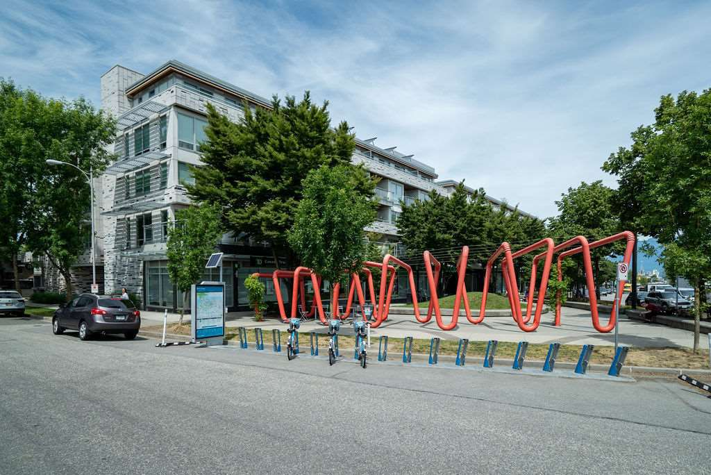 """Main Photo: 520 3333 MAIN Street in Vancouver: Main Condo for sale in """"3333 MAIN"""" (Vancouver East)  : MLS®# R2381604"""